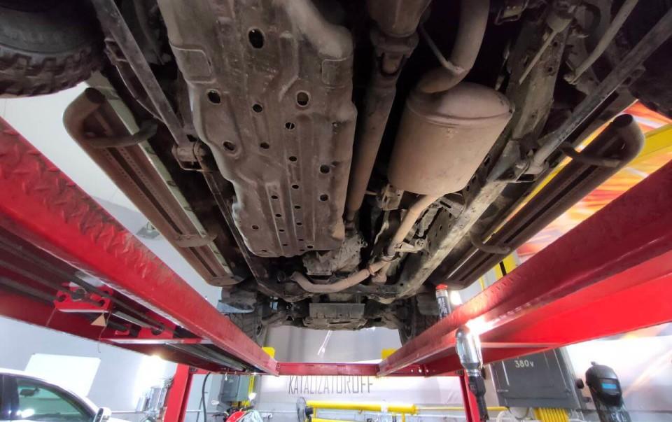 Из чего состоит катализатор автомобиля?