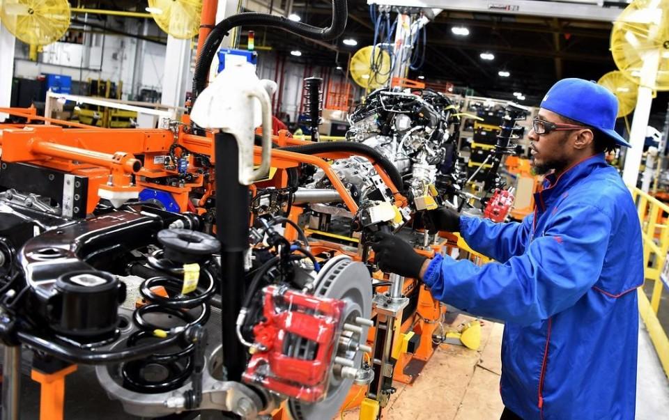 Почему Ford тормозят производство
