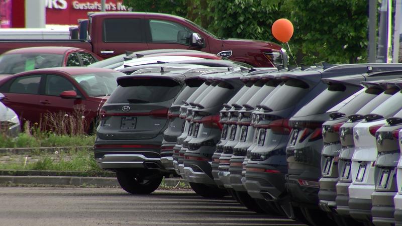 Глобальный дефицит микрочипов влияет на продажи автомобилей
