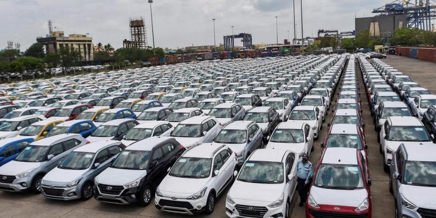 Автопроизводители и покупатели попали под перекрестный огонь