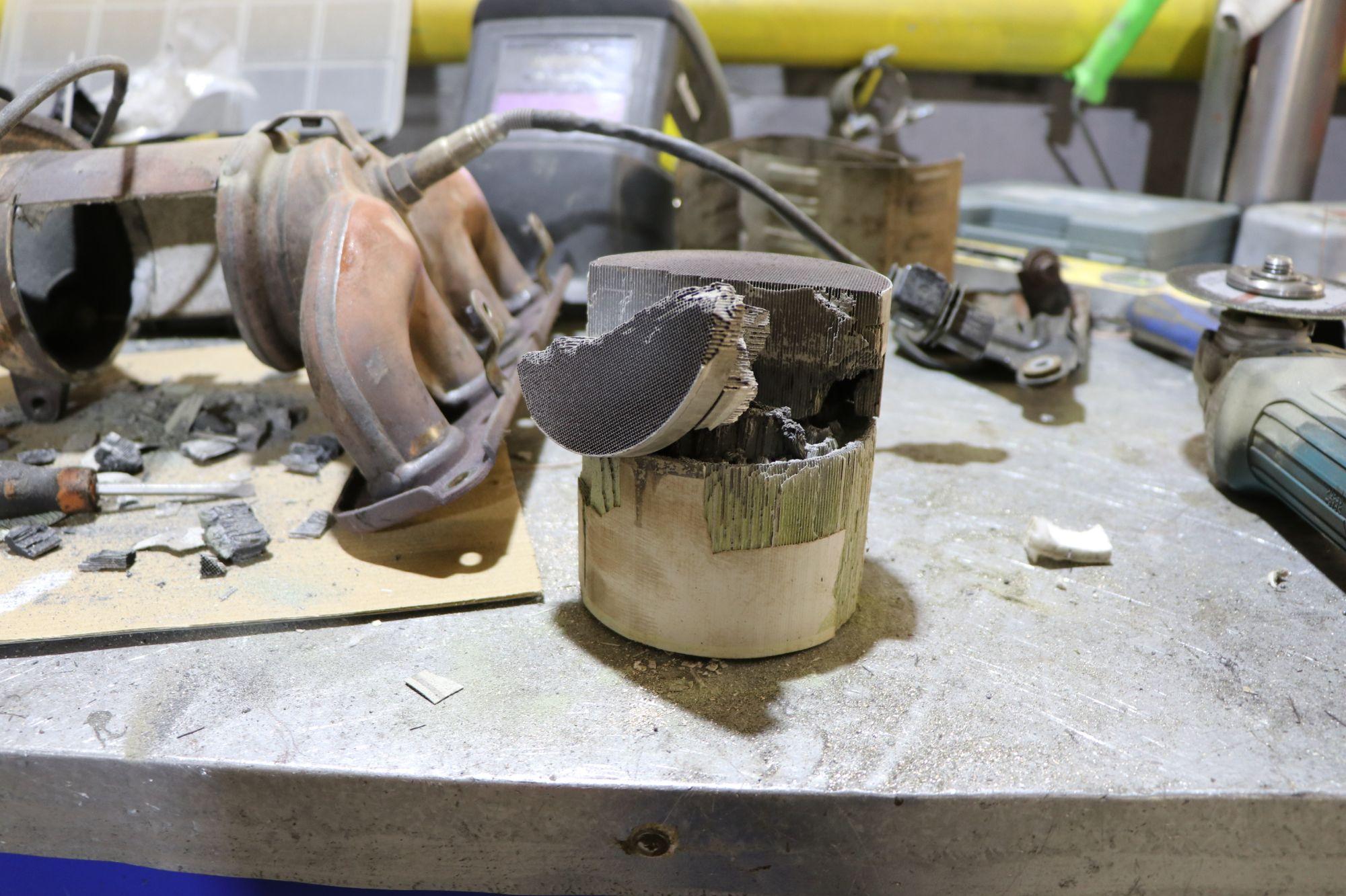 Надо ли вырезать катализатор?